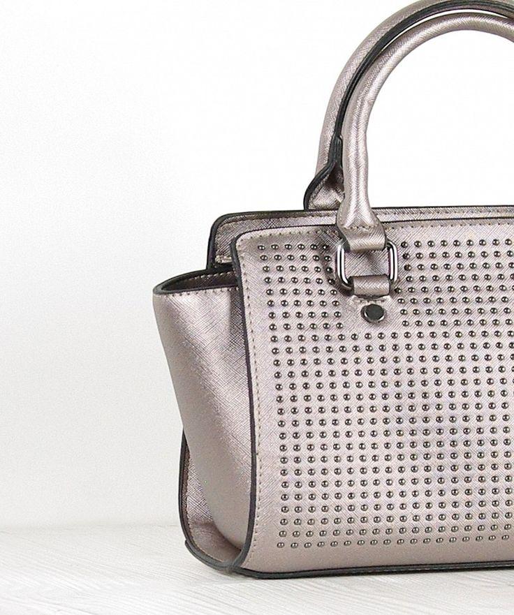 MG3018-009-1  Borsa con borchie Chiusura con zip Tracolla inclusa Altezza: 19, Larghezza: 30, Profondità: 13