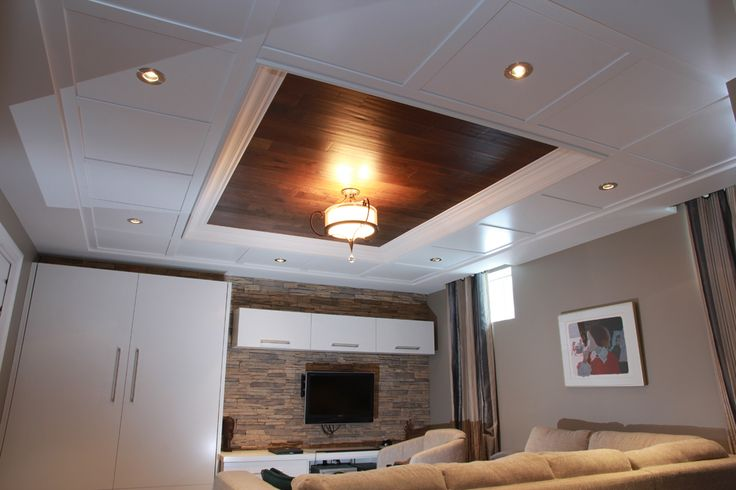 Plafond suspendu Embassy blanc avec insertion de bois #plafond / Embassy White Suspended Ceiling with wood insert. #ceiling