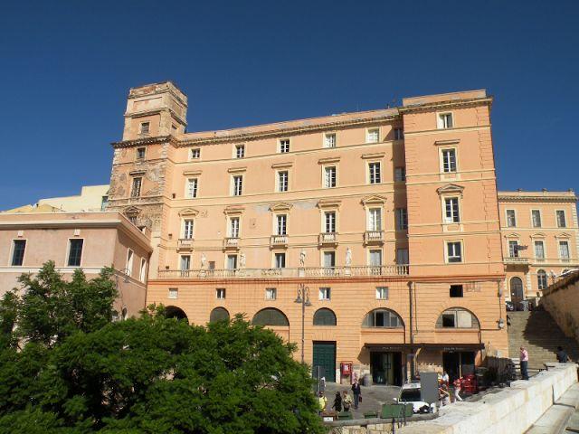 MyCagliari: Piazzetta La Marmora e i Palazzi Boyl e Zapata