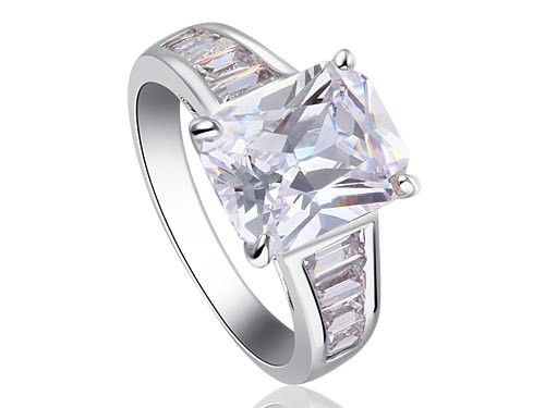 Inel Emerald Zirconiu 2,5 carate http://www.borealy.ro/bijuterii/inele/placate-cu-aur-galben/inel-emerald-zirconiu-2-5-carate.html