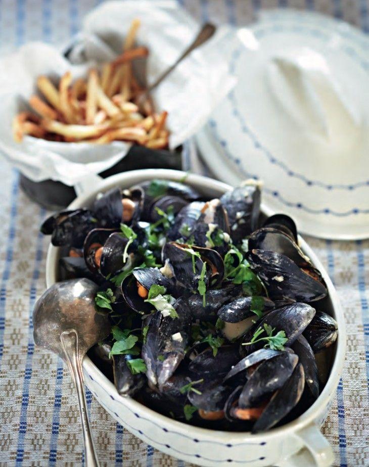 Moules frites — en klassisk soppa på blåmusslor med vitt vin och grädde som de fle ta barn gillar. Särskilt när den serveras som här med pommes fr