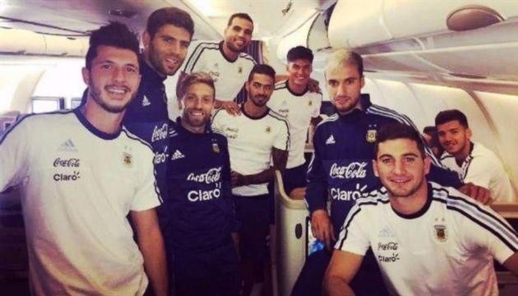 Los jugadores de la selección se relajan con cumbia y truco en Singapur: Inmersa en un buen clima después de haberle ganado a Brasil, la…