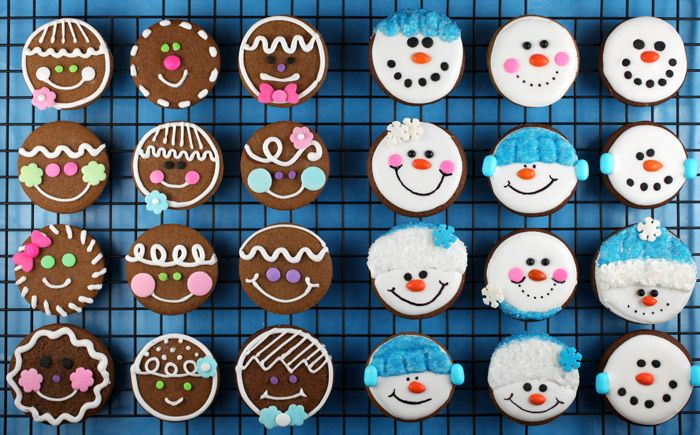 Easy gingerbread cookies. Such cute decorations :)