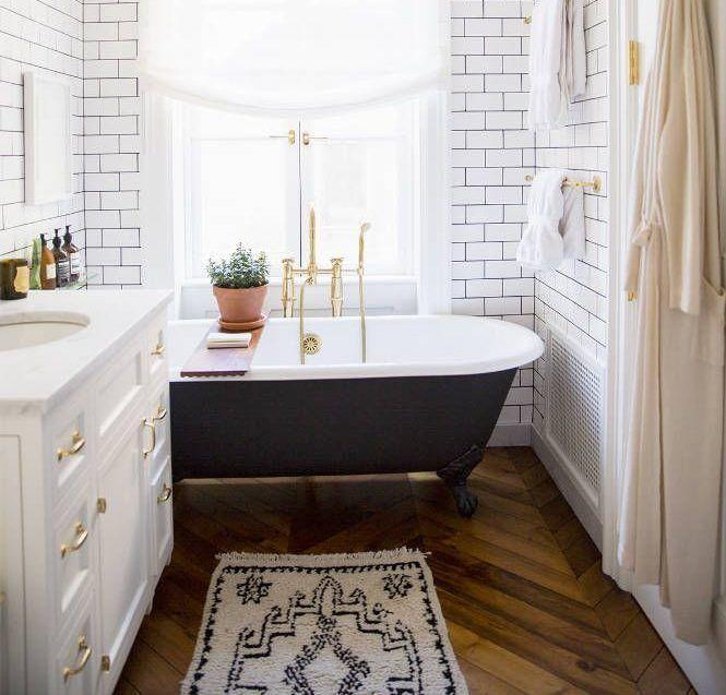 4 Irresistible Reasons To Love Vintage Clawfoot Tubs Big Bathrooms Elegant Bathroom Design Bathroom Trends