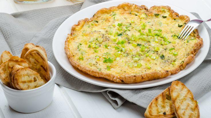 La ricetta per preparare una golosa frittata con farina di ceci, zucchine e cipolle. Il piatto è veloce da preparare per questo è perfetto per una cena o...