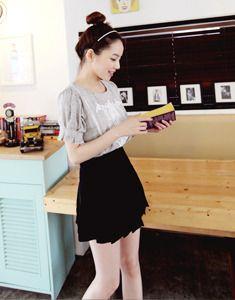 Today's Hot Pick :ベーシックミニプリーツスカート【BAGAZIMURI】 http://fashionstylep.com/SFSELFAA0021755/bagazimurijp/out ベーシックなプリーツスカートをご紹介します!! 夏にぴったりのポップなスタイル★ Tシャツやスニーカーとのカジュアルなコーデがおすすめです◎ もちろんフェミニンなブラウスとも好相性♪ 裏地付きで透ける心配不要です。 明るいカラーの場合、インナーにはご注意ください。 ◆3色:ブラック/アイボリー/ブルー