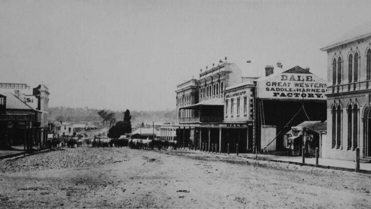 Summer Street in the early 1870s. Photo:  The Collections of Central West Libraries.
