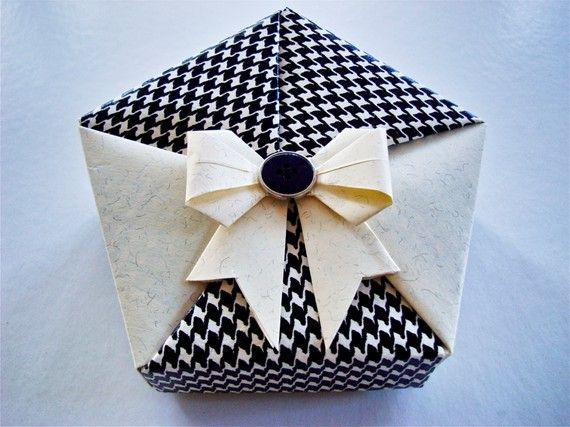 70 best origami gift box boites cadeau origami creations by claudia chocolats images on. Black Bedroom Furniture Sets. Home Design Ideas