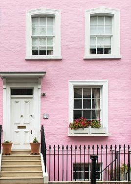 This house tickles us pink! We're forever colour hunting around London and this pastel pink painted house in Chelsea, London is our kind of a-boden.