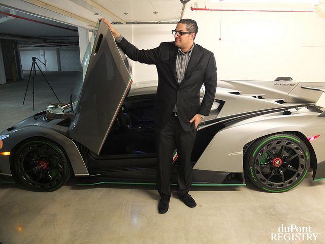 Assiste à entrega de um dos três ESPECTACULARES exemplares do Lamborghini Veneno - Vituku
