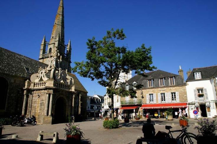 Place de l'église, Carnac - © PHOVOIR  Morbihan, France.