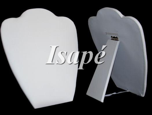 witte inklapbare display voor kettingen. Makkelijk mee te nemen.  Ketting kan je aan de achterkant vastzetten doormiddel van het elastiek.