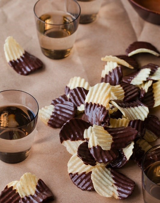 nothing better!!--Trader Joe's has a great bag of chocolate covered potato chips when unable to make them yourself..Potatoes Chips, Chocolates Chips, Recipe, Sweets, Chocolate Covered, Chocolates Covers, Snacks, Covers Potatoes, Chocolates Dips
