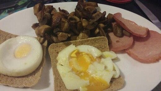 Wholemeal thins with poached eggs, Bacon medallions and mushrooms