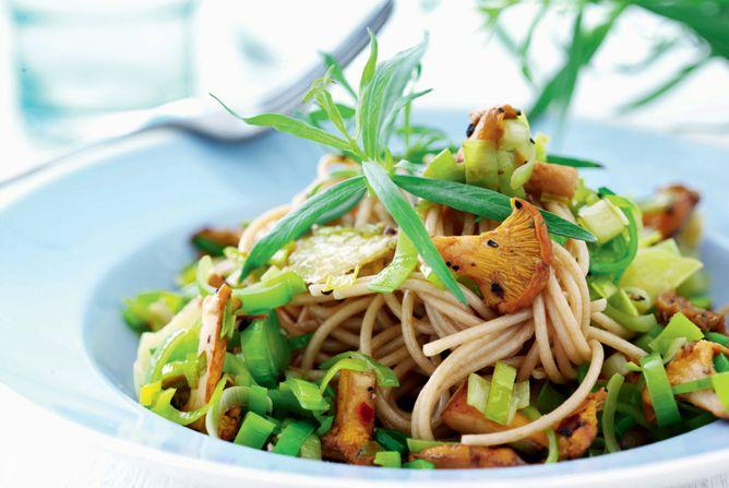 """""""Sund"""": 6 sunde opskrifter på lækker hverdagsmad - Fitliving (Cremet karrysuppe + pastaret med svampe)"""