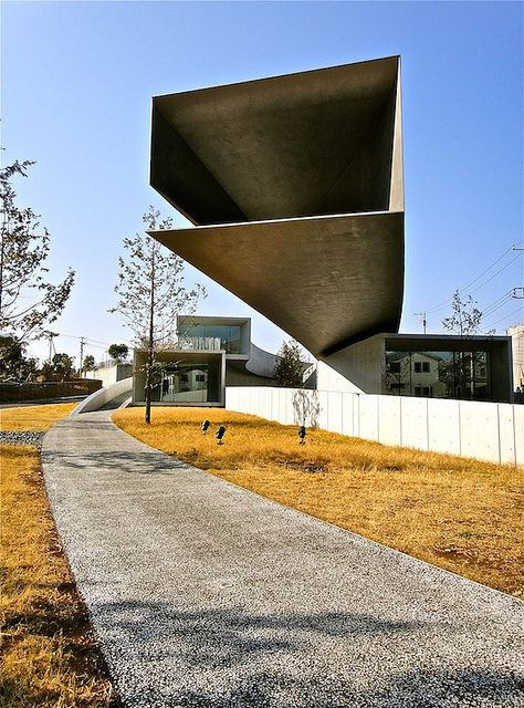 ホキ美術館, Hoki Museum, Chiba, Japan by Ken Lee 2010, via Flickr