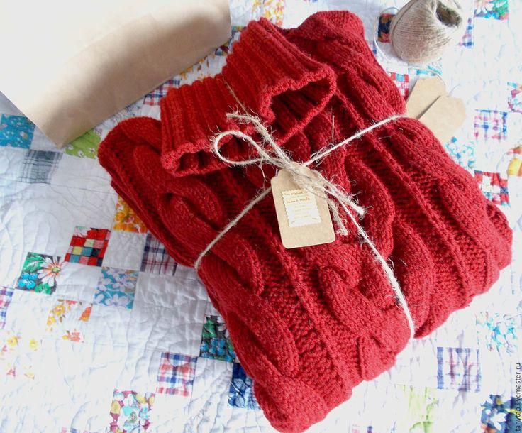 Бордовый свитер женский