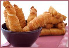 La mejor receta de Tequeños Fritos o Tequeños Horneados Dificultad: Mínima Tiempo de preparación: 1:30 min. Tiempo de Cocción: Pocos minutos Cantidad: 70 tequeños pequeños. Ingredientes 500 gramos ...