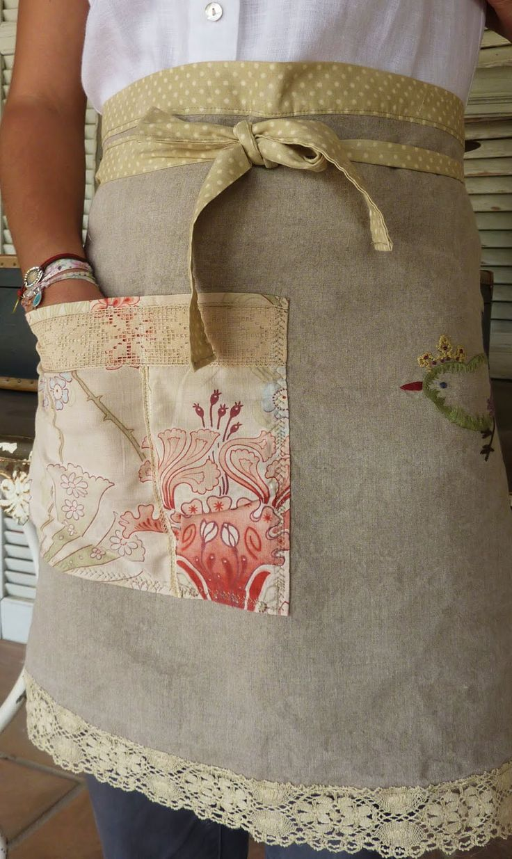 burlap apron...so cute...always say I'm going to wear an apron when baking....I MAKE A MESS!