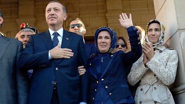 Recep Tayyip Erdogan mit seiner Frau Emne und seine jüngere Tochter Sumeyye.