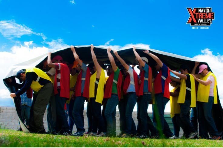 #TeamBuilding en Nayon Xtreme Valley Team (equipo) y building (construcción) se podría traducir al español como construcción de equipos. Y como construcción de equipos, entendemos todas aquellas actividades realizadas por empresas u otras organizaciones (un equipo de fútbol también necesita de Team Building para potenciar el espíritu de equipo y la cooperación entre sus jugadores).