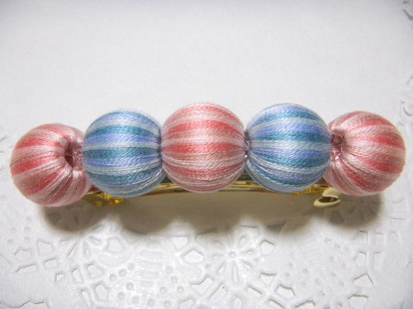 ピンクと水色の三色のグラデーションで巻いて制作しましたバッレタのご紹介です。キャンディーのようなイメージでキラキラしたおいしそうなバッレタです。刺繍糸を一本、... ハンドメイド、手作り、手仕事品の通販・販売・購入ならCreema。
