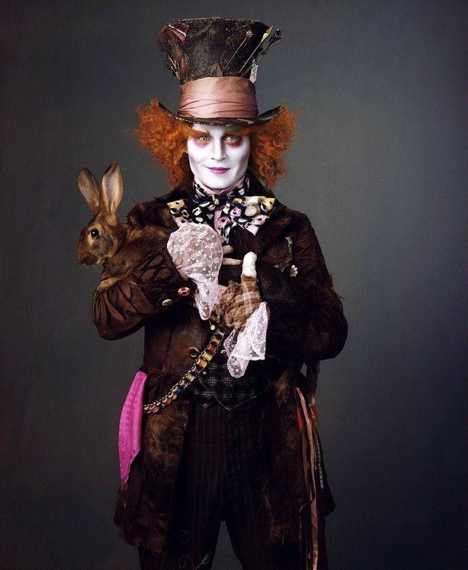 Johnny Depp è il Cappellaio Matto nell'adattamento di Alice nel paese delle meraviglie firmato da Tim Burton
