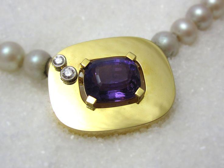 Håndlaget smykker i edlet metaller