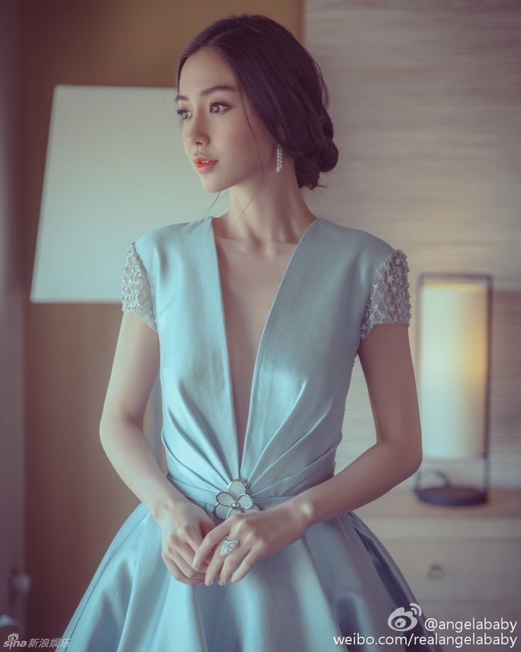 Actress Angelababy  http://www.chinaentertainmentnews.com/2016/03/angelababy-releases-new-photos.html
