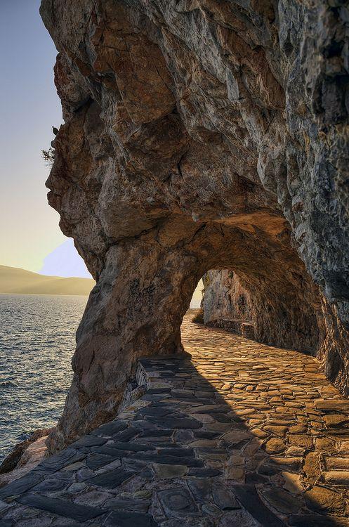 Ναυπλιο ~ Nafplio  Πάνω στα βράχια που η θάλασσα μετράέχω τον κόσμο μου χτισμένο,πάνω στο άπιαστο λουλούδι της χαράςένα σου γέλιο περιμένω. On the rocks where the sea countsI have built my world,on the elusive flower of joyyour laugh I await. ~ΜάνοςΞυδούς/Manos Xydous  photo by Nick Golfis on Flickr
