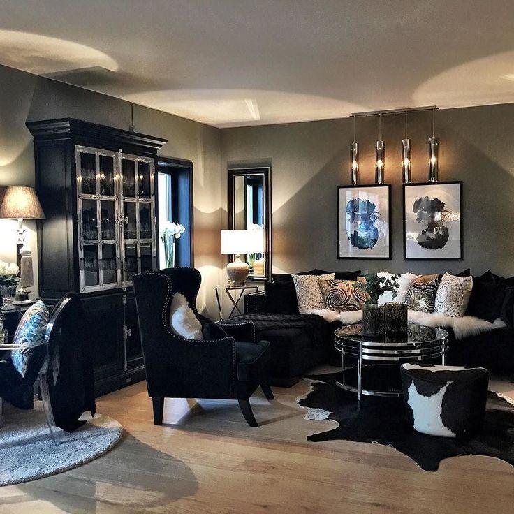 Så nydelig hos @fredriksen_tina  @classicliving #stue #velour #sort #sølv #livingroom #interior #interior123 #interior4all #interiorinspo #interiordecor #interiordesign #interiors #black #jotunlady #svartevinduer #inspiration.