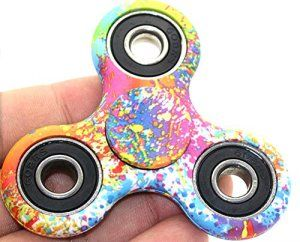 … http://123promos.fr/boutique/jeux-et-jouets/tri-spinner-gyroscope-fridget-spinner-stress-hand-spinner-gyro-triangle-modele-aquarelle/