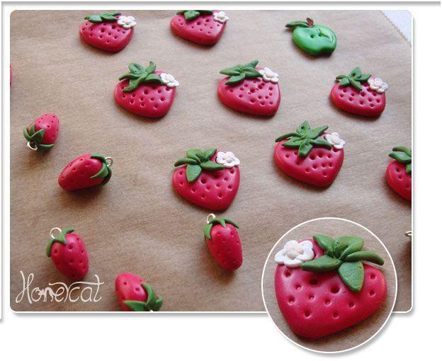 KaJott - handmade and unique - Genähte Taschen und mehr - nähen - DIY - Anleitungen: Erdbeer-Knöpfchen, Pilz und Apfel