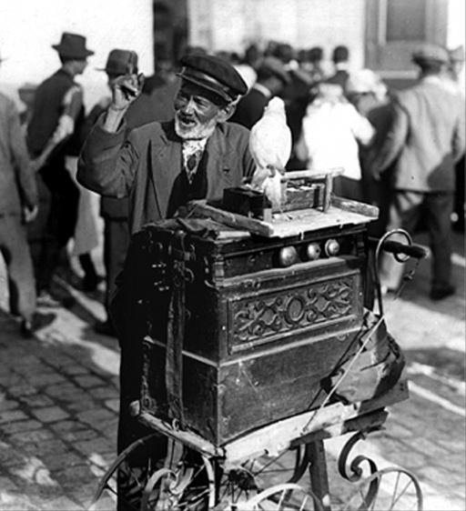 Bucurestiul vechi, flasnetar cu papagal, 1939