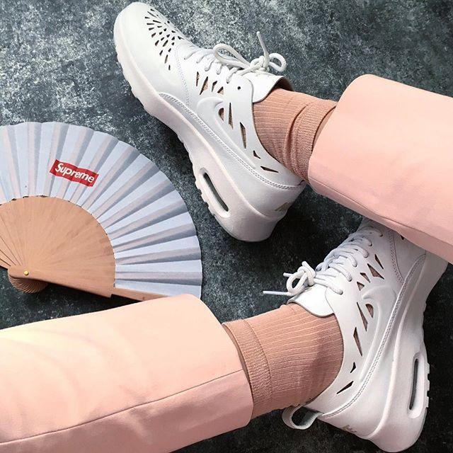 Sneakers femme - Nike Air Max Thea- Supreme ©onyka