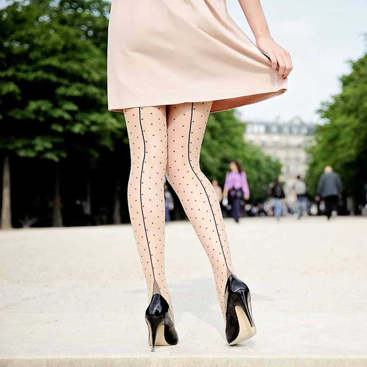 Pamela Mann Jive seamed panty met polkadot stippen huidskleur/zwart -
