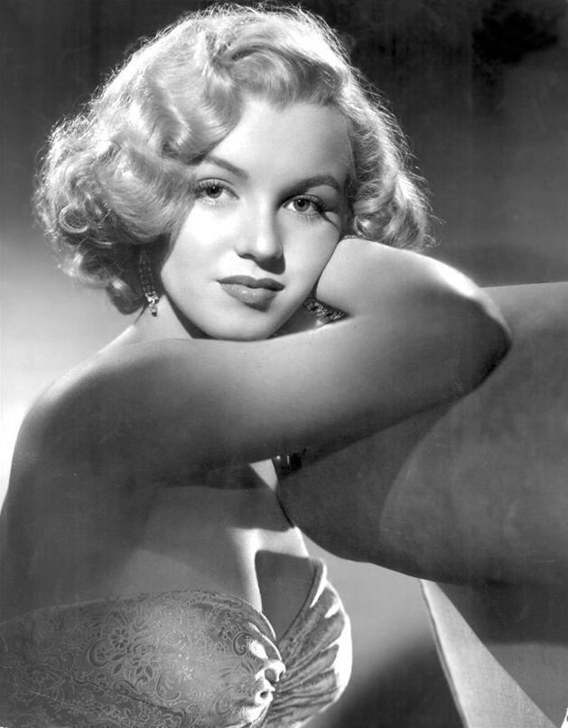 """Dokładnie 5 sierpnia 1962 roku zmarła Marilyn Monroe. Po upływie pół wieku wciąż jest uznawana za ikonę kina i jedną z najseksowniejszych aktorek w historii. """"Newsweek"""" wspomina gwiazdę Hollywood."""
