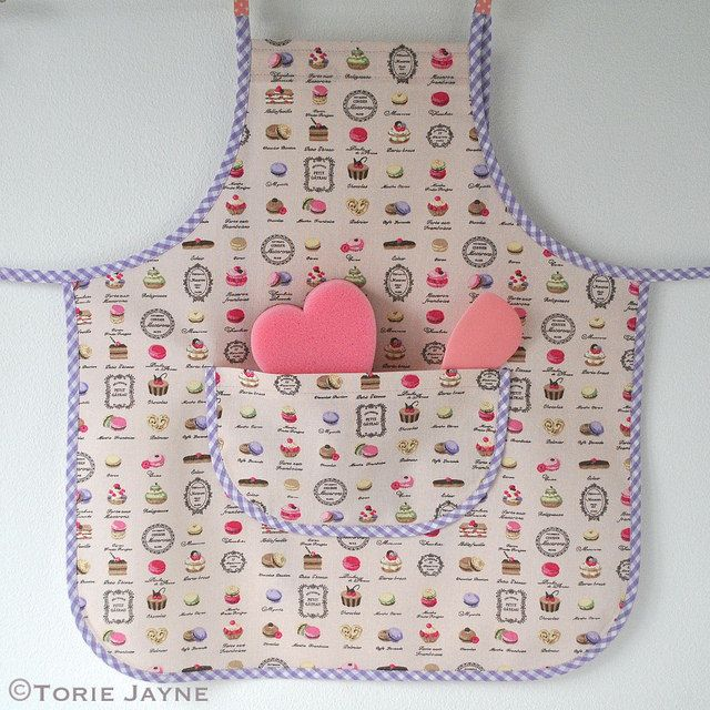 Girls apron sewing tutorial with free downloadable pattern