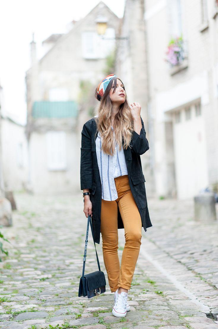 streetstyle jean jaune converse veste daim chemise rayures bleu
