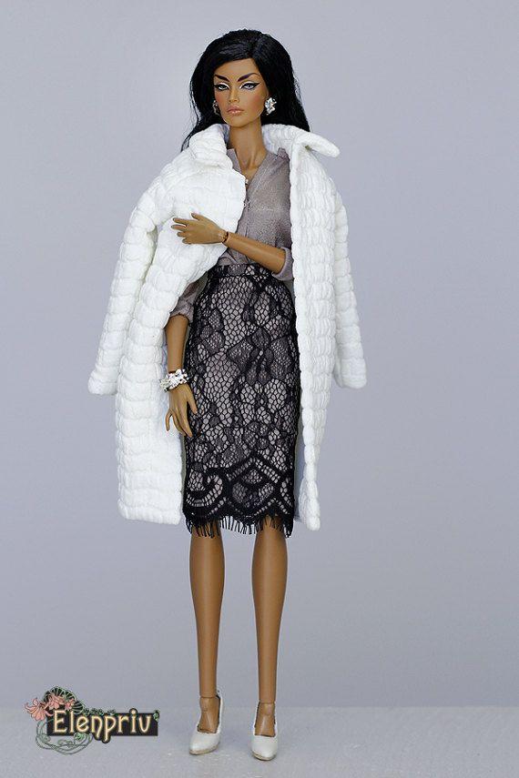 Bienvenue dans ma boutique ! Chemisier en mousseline de soie marron pour poupées Fashion Royalty FR 16 corps et poupées de taille similaire. Matériaux: polyester. S'attache avec des petits crochets. Chemisier seulement!!! Poupée, chaussures, pantalons, vestes, bijouterie et diorama ne sont pas inclus. Viendra en état NRFB ! De la fumée et sans animaux maison:) Vous avez des questions sil vous plaît nhésitez pas à demander. Sera disponible en 1-3 jours ouvrables après que le paiement r...