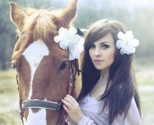 Reminds me of several photo shoots I've taken of a few girls & their horses. ...BEAUTIFUL