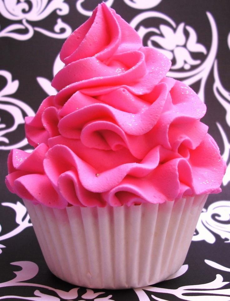 pretty pink cupcake - hellloooo frosting!