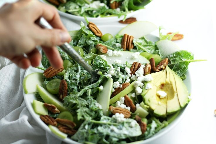 Spinach Apple Salad with Coconut Lemon Poppy Seed Dressing (V)