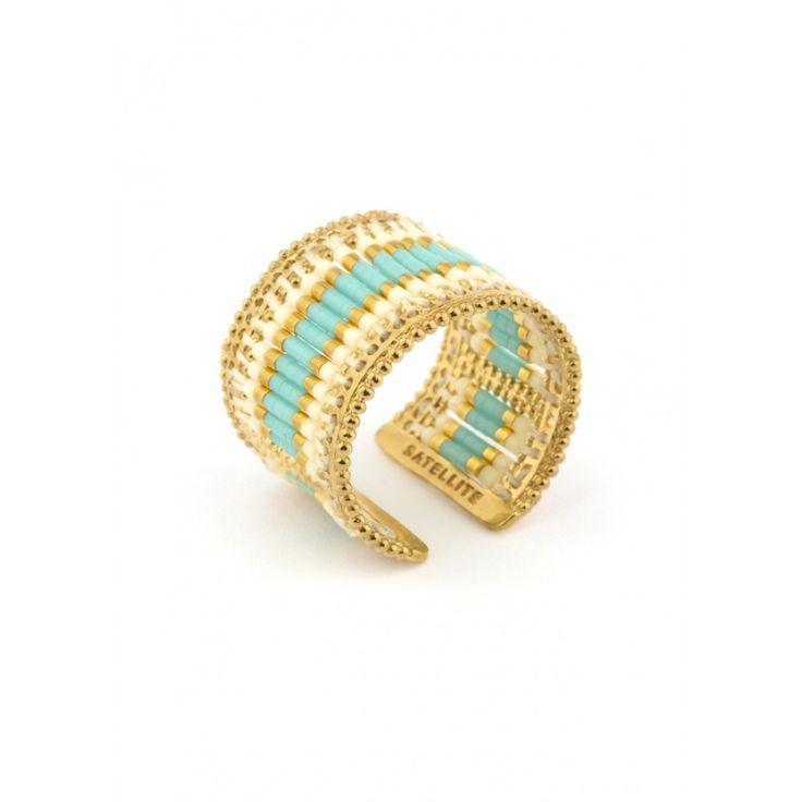 Perles beiges et turquoise et fil de soie   choisissez cette bague Satellite  pour ses couleurs bd339ec8cbeb