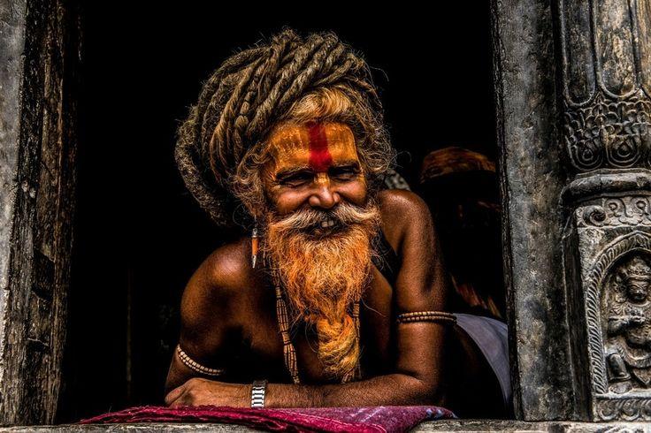 Ο Έλληνας που Φωτογράφισε τους Ανθρώπους στο Νεπάλ Μετά τον Φονικό Σεισμό