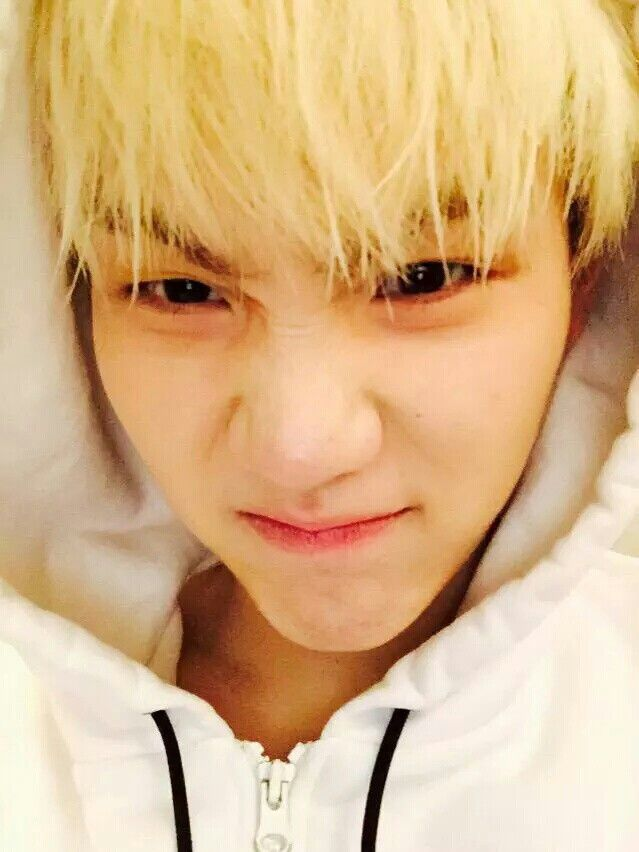Suga Twitter update.. Suga with bare face *.*.. Do i need to say something here? Y'all know that he's my ULTIMATE BIAS!! EOMONA *.* <3