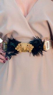 cinturón joya ajustable con plumas negras                              …