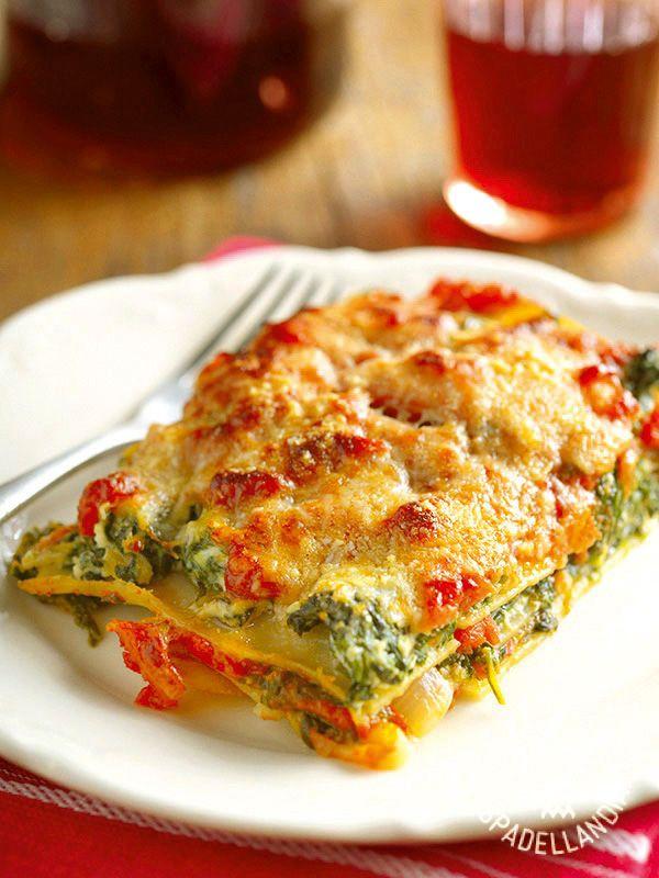 Le Lasagne agli spinaci e stracciatella sono un primo piatto goloso e dal sapore delicato e fresco. Saranno un successone!