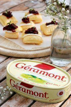 Luftige Blätterteigwölkchen mit Géramont und Preiselbeer-Chutney