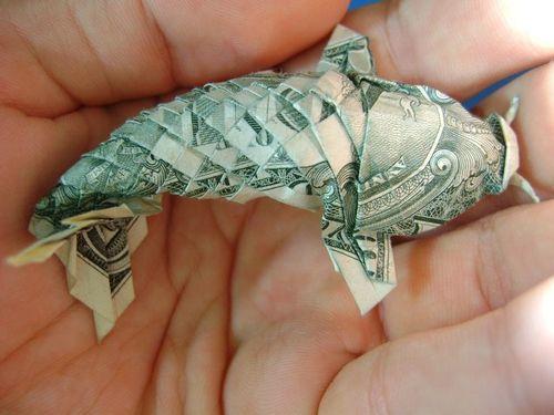 Origami molto complicato. Mi ricorda un Pesce Gatto.
